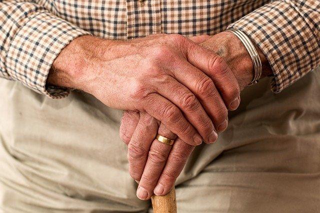 Opieka nad osobą starszą z zapaleniem stawów
